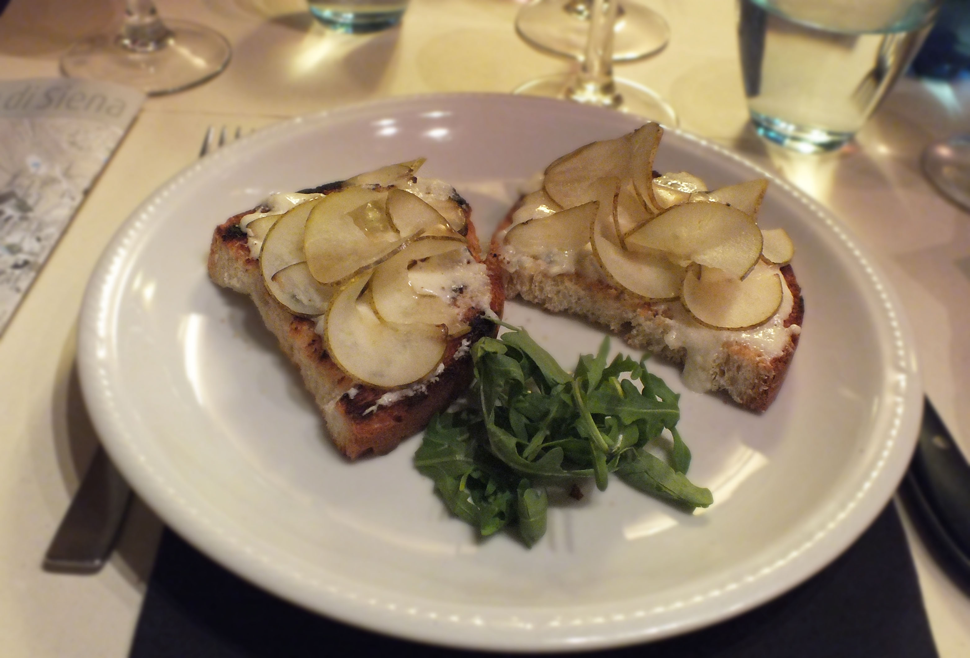Then Gorgonzola, honey and pear which tasted as splendid as it looked ...