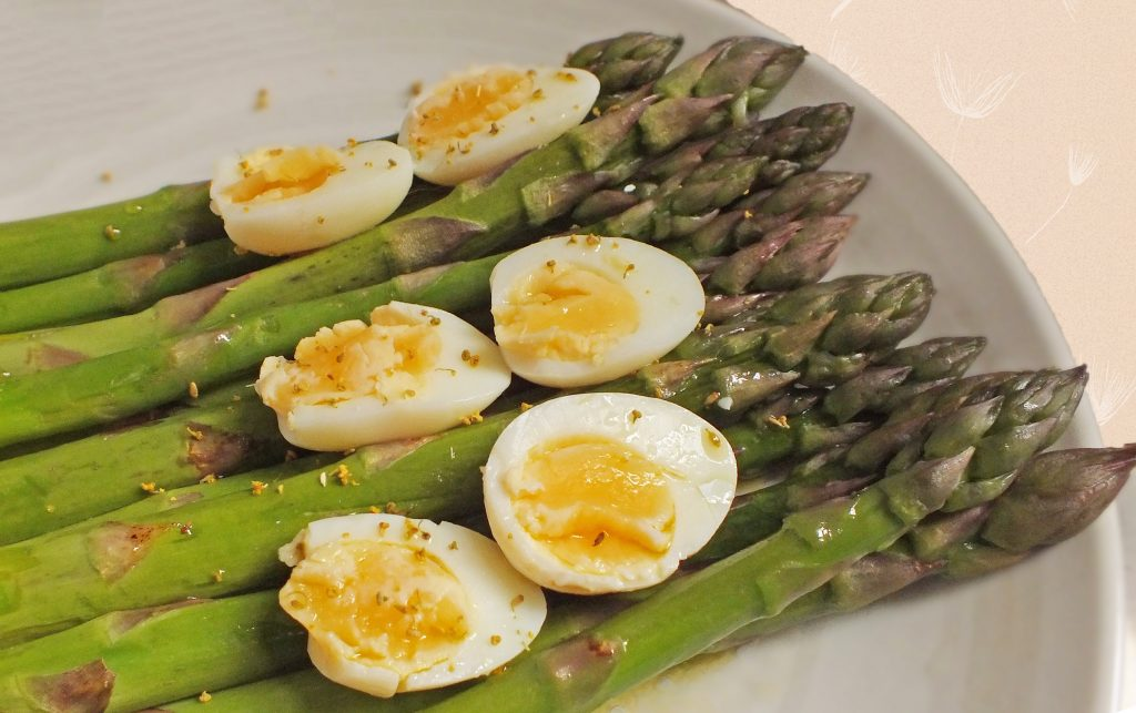 dish of asparagus with quail eggs and fennel pollen dressing