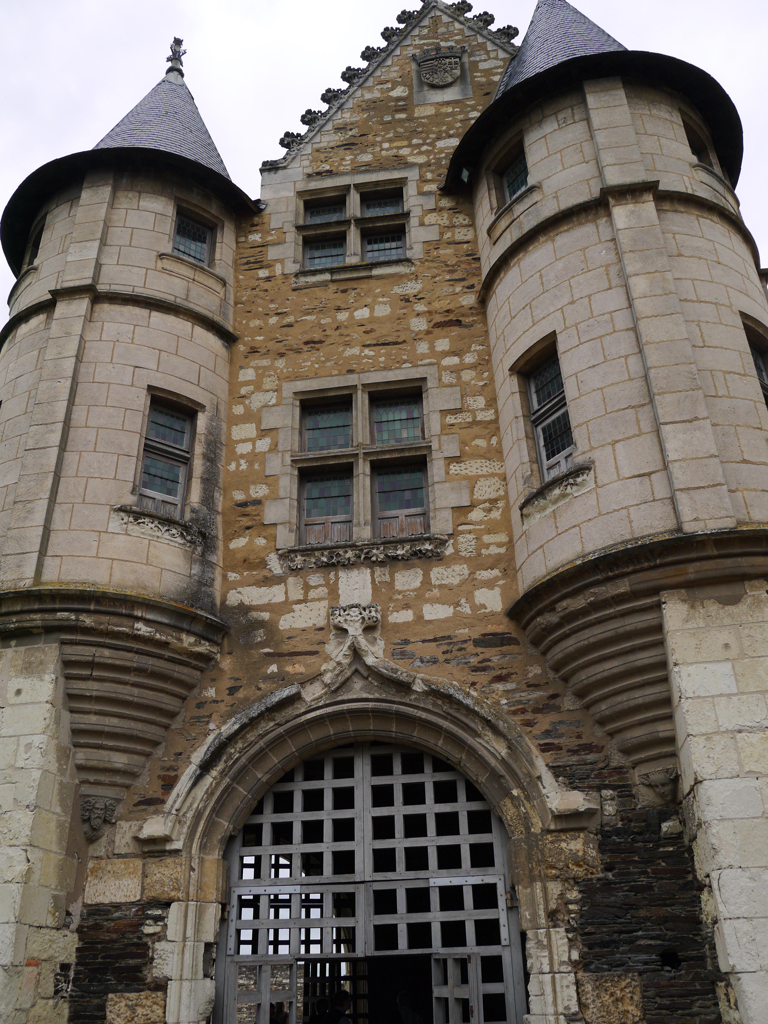 Angers chateau and maison des vin for Maison atypique angers