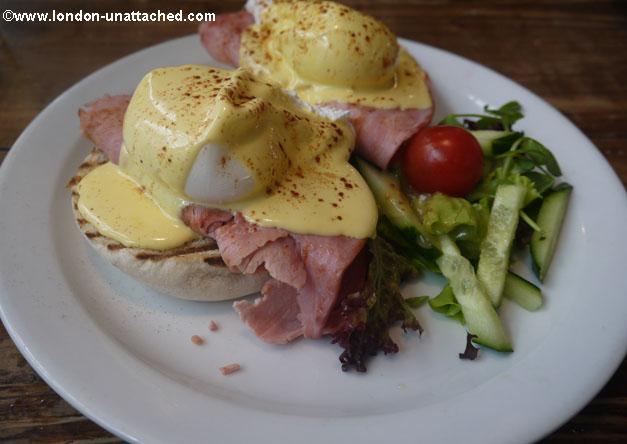 The Breakfast Club - Eggs Benedict