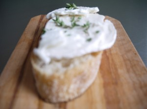 crostini with capricorn cheese and thyme