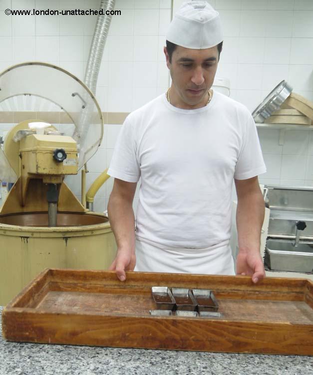 modica chocolate making