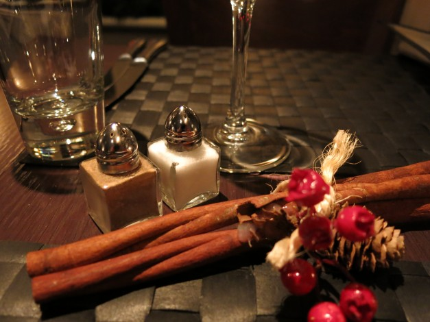 table setting two to four dorking