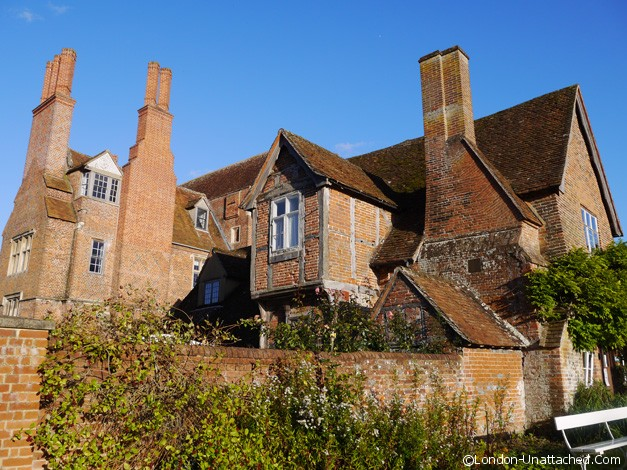 mapledurham house exterior