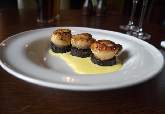 The Spaniards, Scallops with Black Pudding and Sweetcorn Puree