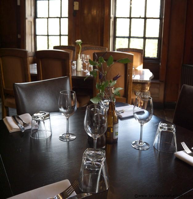 Spaniards Inn Hampstead- dining room
