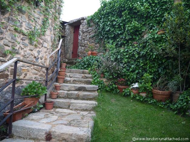 Foz Coa - casa da cisterna garden and rooms