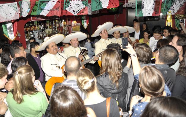 Mestizo, Mariachi and party