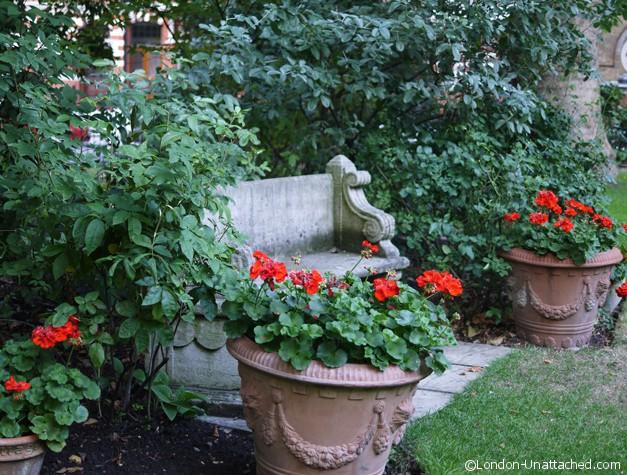 Draycott Hotel - Garden Bench