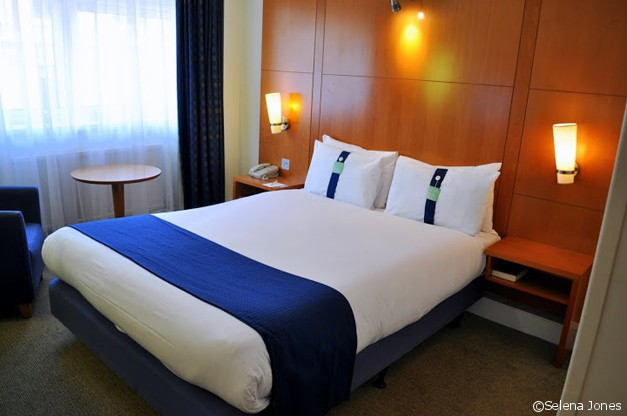 Holiday Inn Regents Park Bedroom