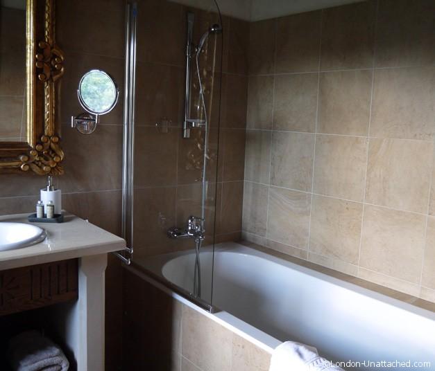 Bathroom Chateau de mandagout