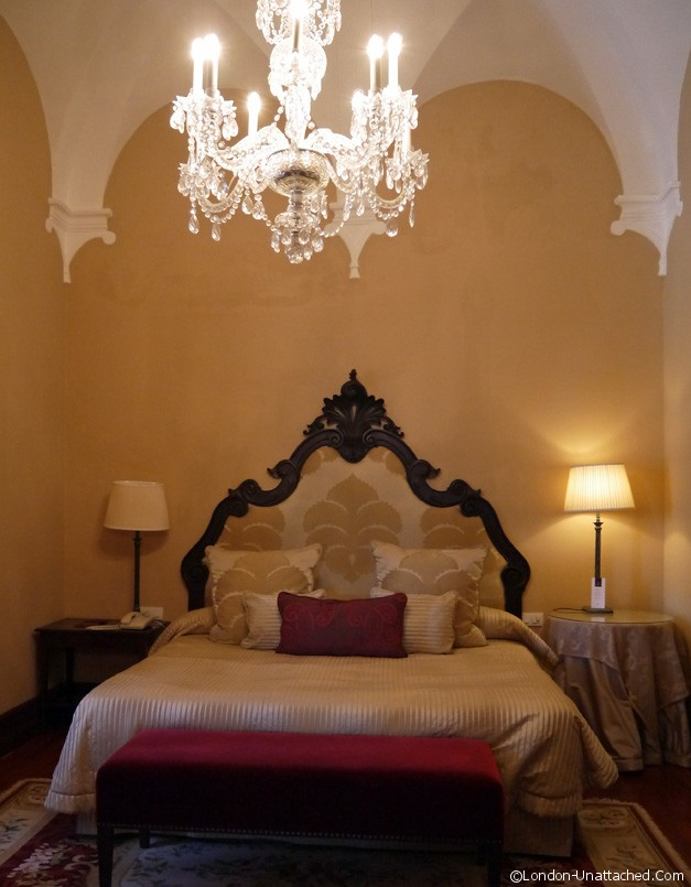 Convento do Espinheiro Heritage Suite