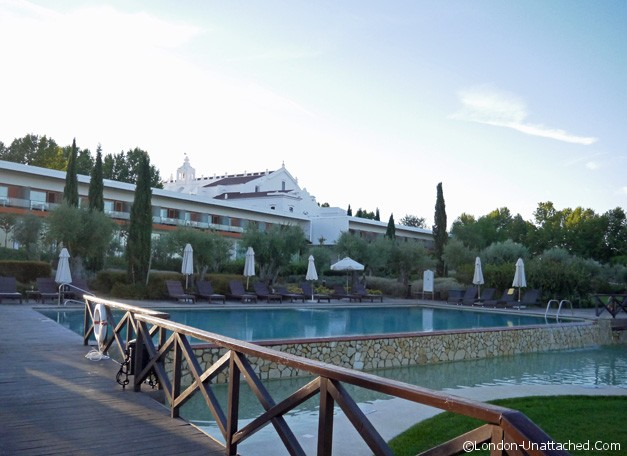 Convento - outdoor pool (morning)