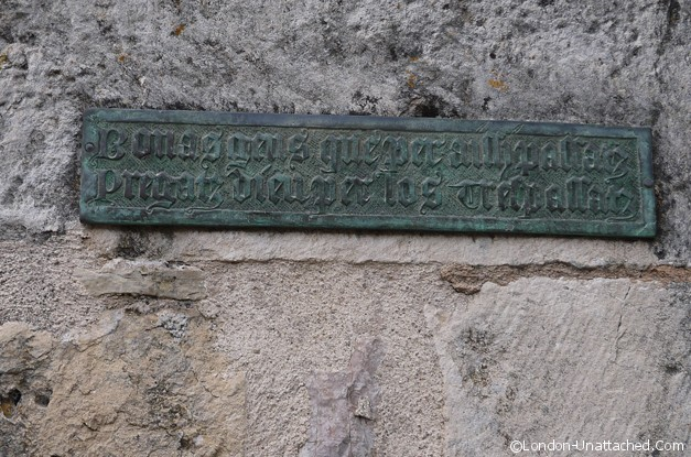 La Couvertoirade - church inscription