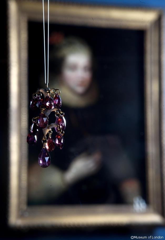 Garnet Pendant at the Cheapside Hoard Exhibition, Museum of London