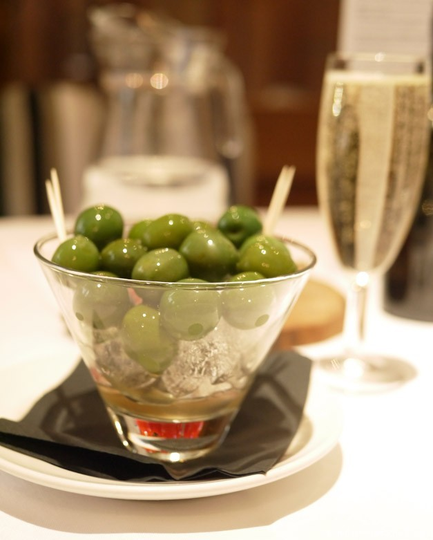 Olives and prosecco at Pescatori