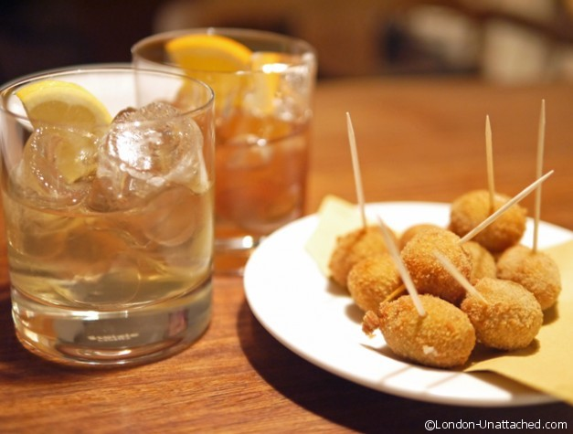 Mele e Pere - olives and vermouth