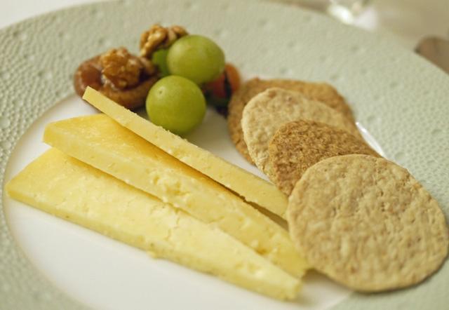 Corrigans Mrs Kirkhams Cheddar Mustard Fruits