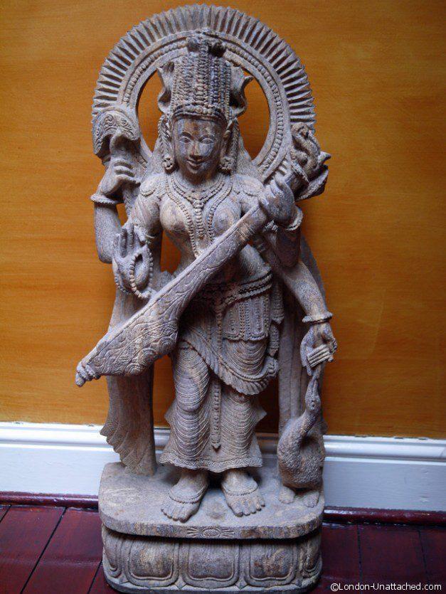 La Porte des Indes statue 1