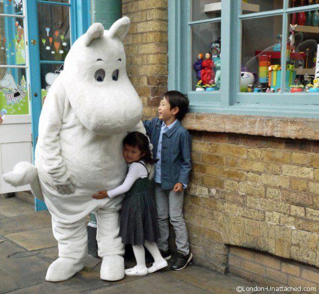 Covent Garden - The big Hug