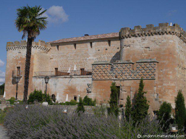 Castillo de Buen Amor - exterior 1