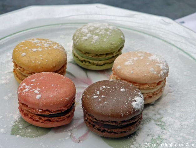 champagne and fromage macaron