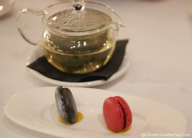 Mint tea and macaron