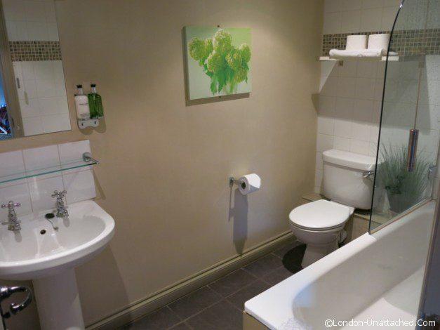 The Cherry Tree Inn Bathroom