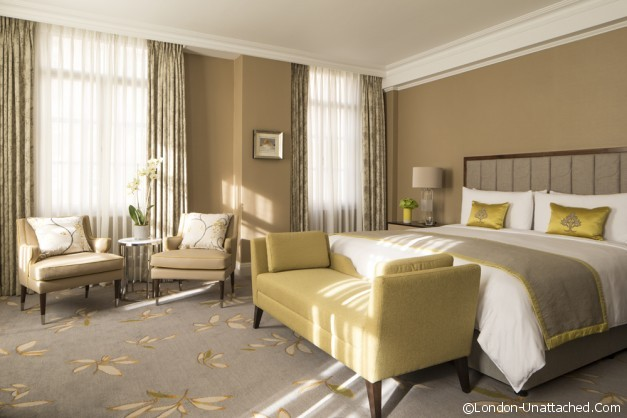 23- Premium Park View Suite Bedroom lights off