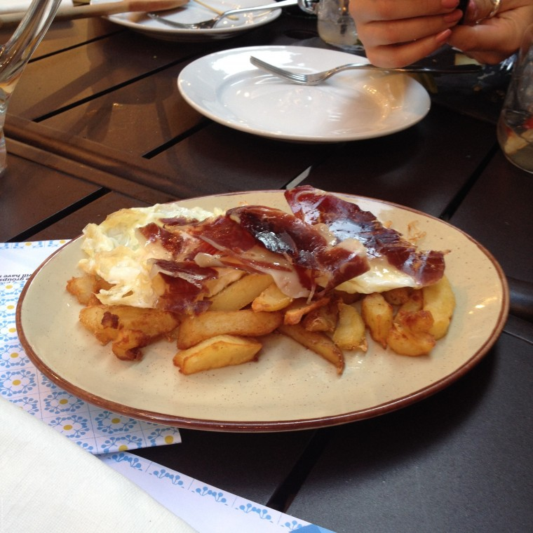 Iberica La Terraza - cheese and ham on chips