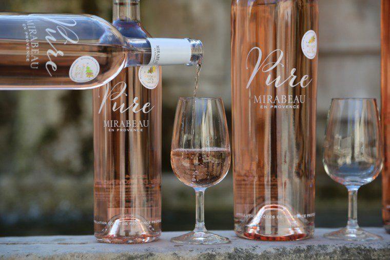 Mirabeau-Wine-photo-Pure-Gold-Medal-Paris-pouring