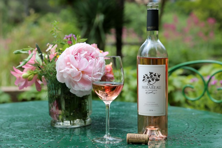 Mirabeau-en-Provence-photo-Classic-rose-wine