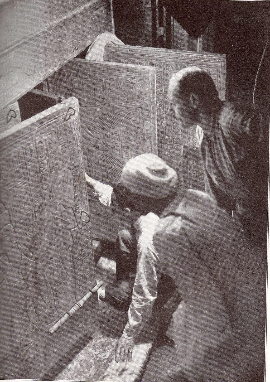 Carter opens the Tomb of Tutankhamun