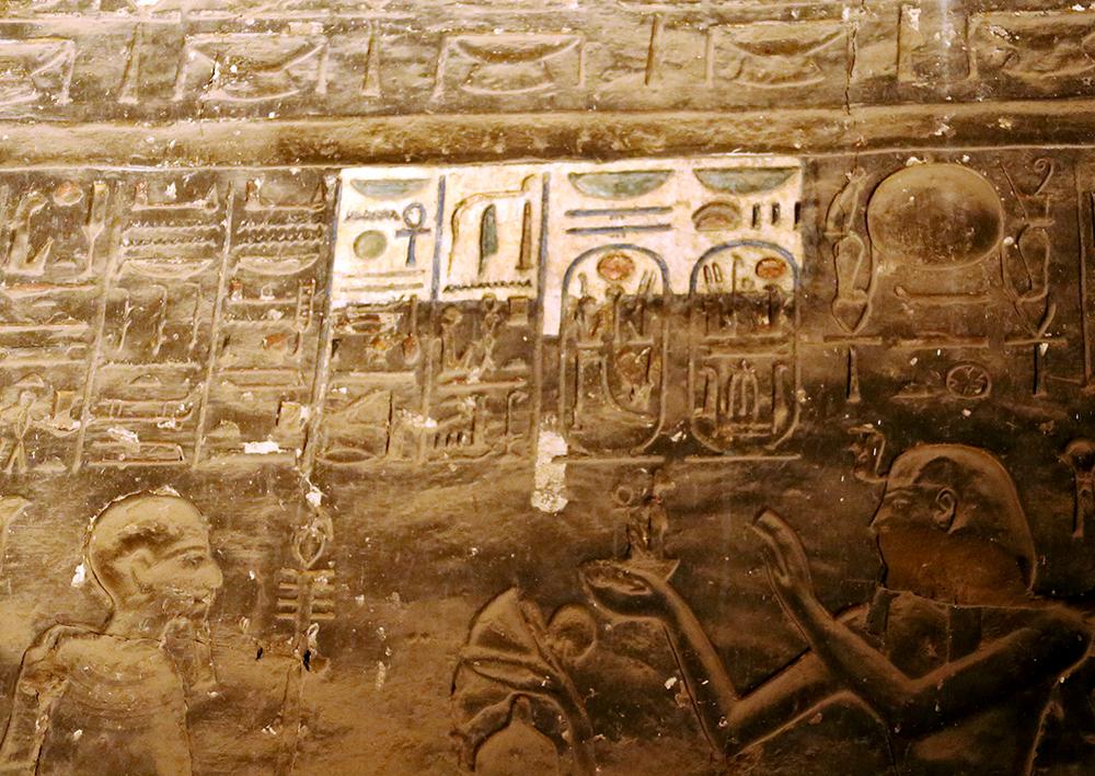 Luxor Karnak - restoring wall decorations