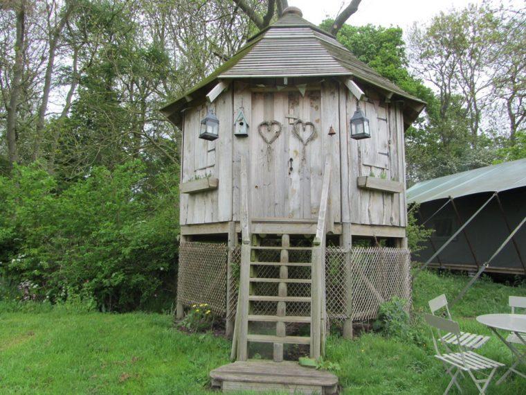 Dandelion hideaway - tree house