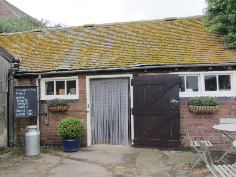 Dandelionl hideaway - farm shop