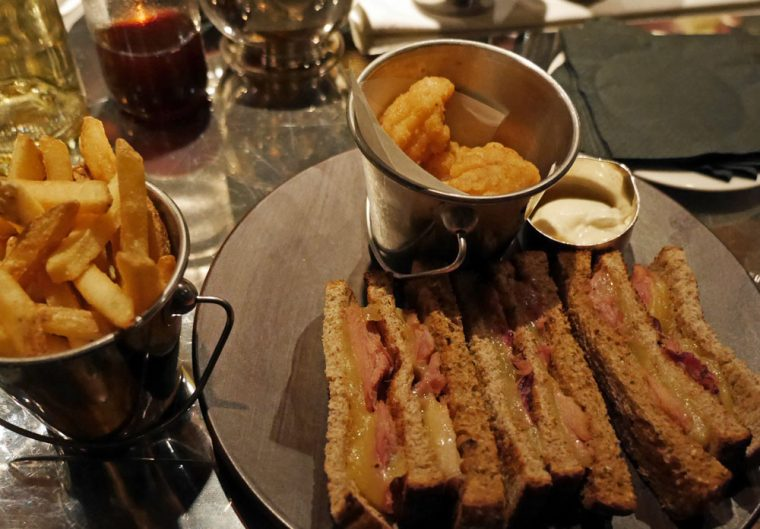 bar-snacks-the-bloomsbury-hotel