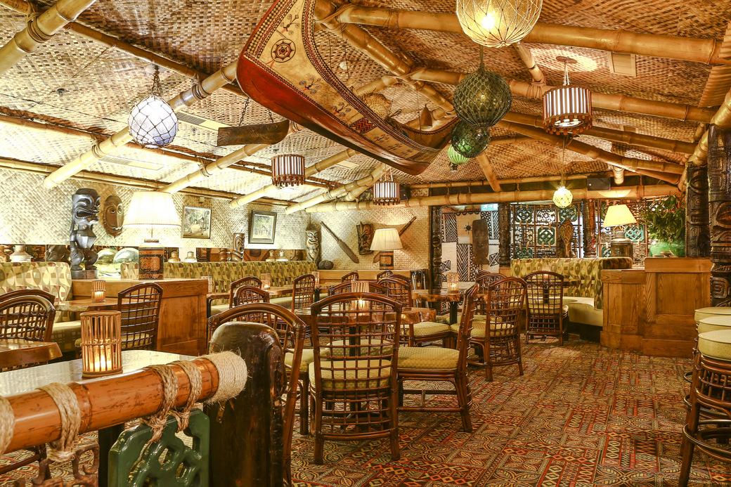 trader-vics-bar-tables