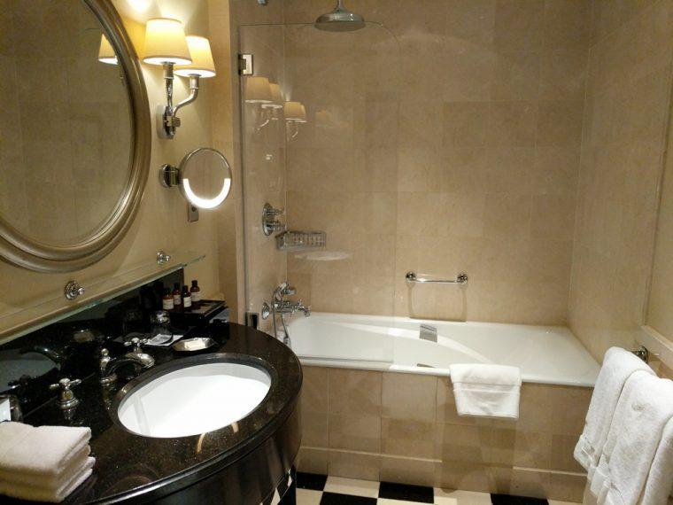 bathroom-art-deco-room-savoy