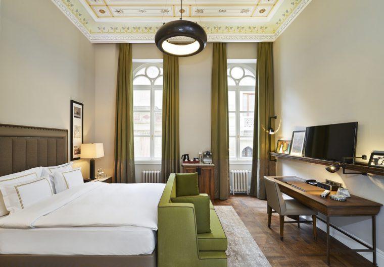 hotel-room-vault-karaky