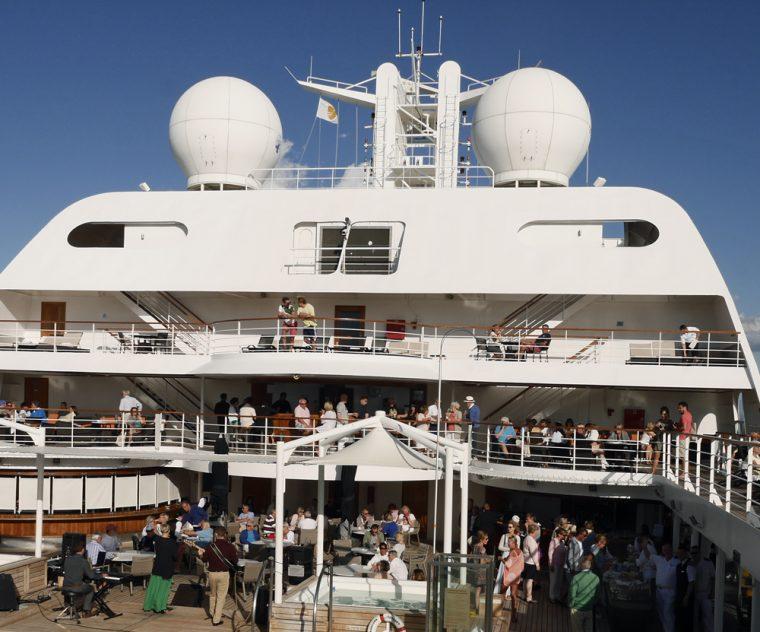 champagne-and-caviar-sailaway-seabourn