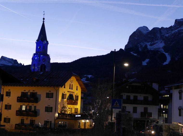 Hotel Ambra and church