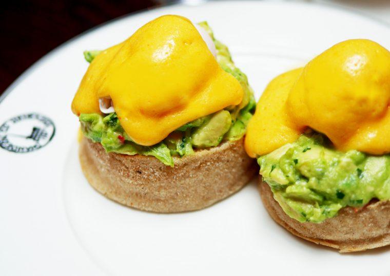 boisdale avocado chilli and coriander eggs benedict