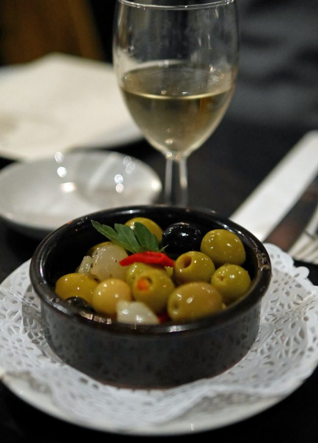 Olives and Sherry - El Pirata