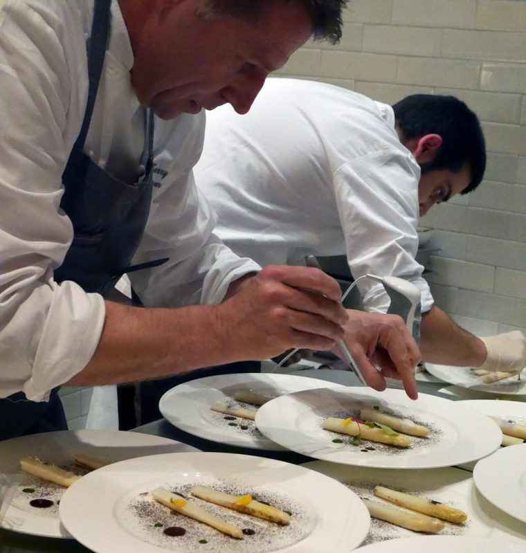 Plating White Asparagus with Beurre Blanc, Aceto Balsamico and Bay Leaf Reduction