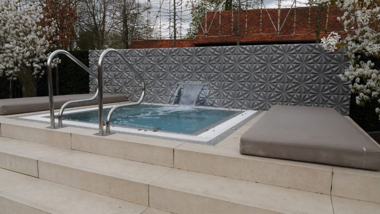 Sopwell House Cottages Hot tub