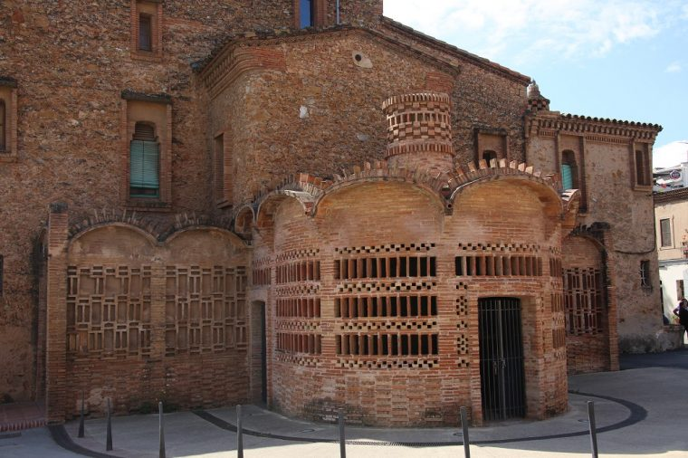 Colonia Guell Town House
