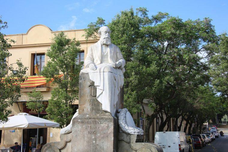 Eusebio Guell Statue