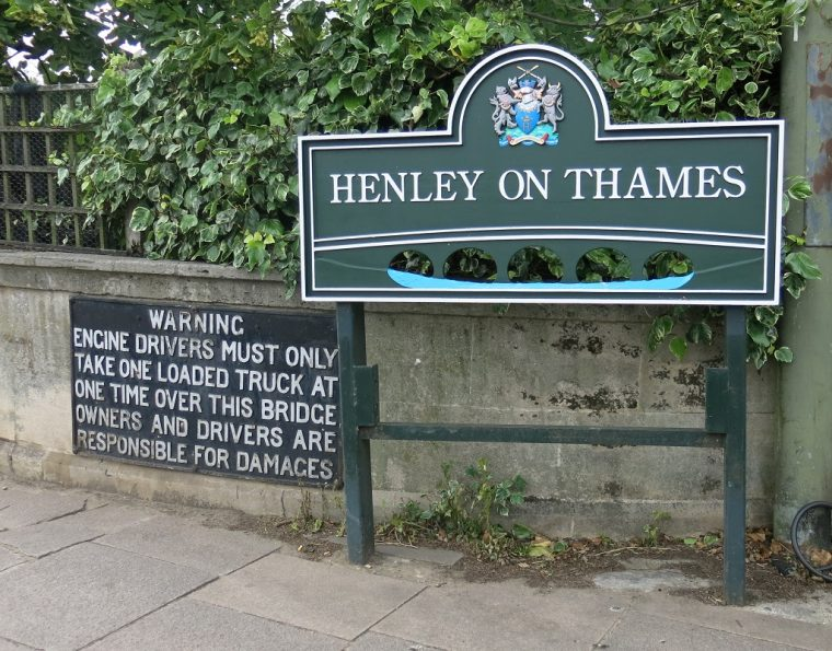 Henley Sign Inntravel