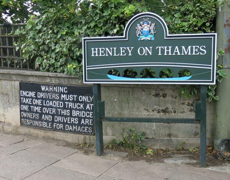 Henley Sign Inntravel